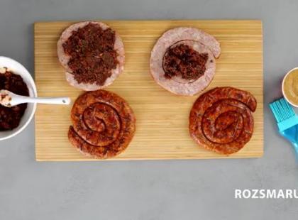 Grillowana kiełbasa z pieca z tapenadą – przepis [video]