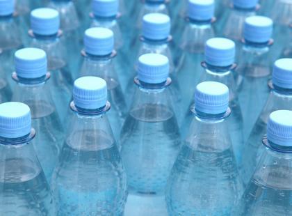 Groźna bakteria w wodzie butelkowanej. Jest decyzja o wycofaniu ze sprzedaży!