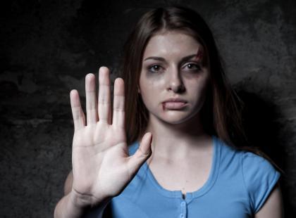 Gwałcił córkę, skakał żonie po głowie. Horror w Nowej Soli.