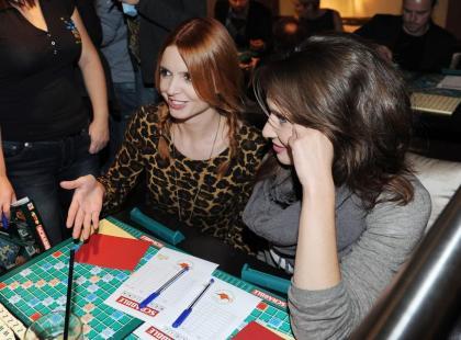 Gwiazdy grają w Scrabble