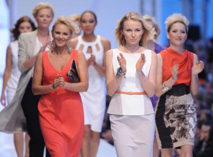 Gwiazdy i dzieci podczas Warsaw Fashion Street