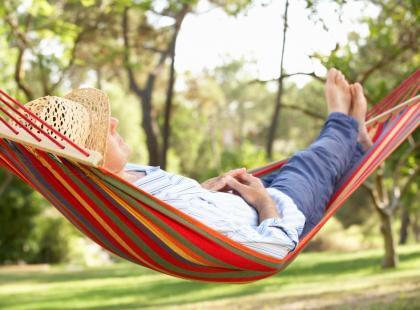 Hamak to najlepsza forma relaksu! Jak wybrać idealny?