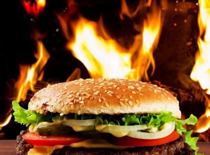 Hamburger z grilla z mieloną papryką - przepis