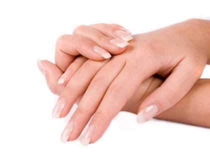 Hand web – kolczyk w ręku