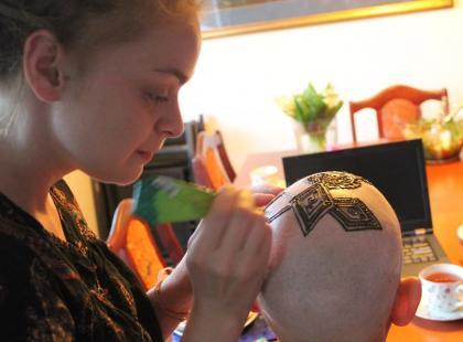 Henna po chemioterapii – dlaczego warto ozdabiać głowę?
