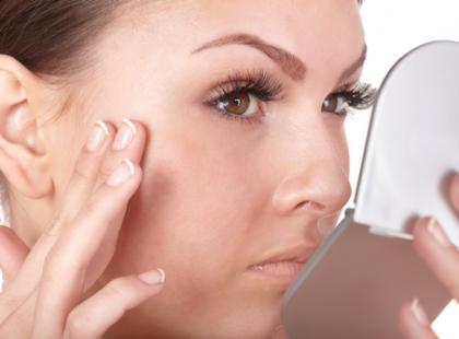 Higiena oczu przy noszeniu soczewek i okularów
