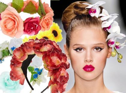 Hit z pokazów mody: kwiaty we włosach