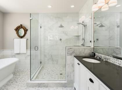 Hity z Instagrama: 6 pomysłów na prysznic bez brodzika. To wygodniejsze, niż myślisz!
