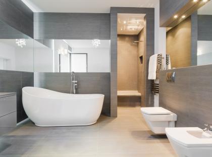 Hity z Instagrama: 6 pomysłów na szarą łazienkę
