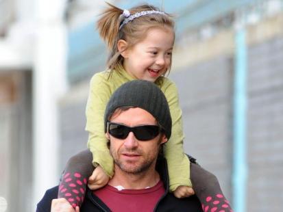 Hugh Jackman na spacerze z córką