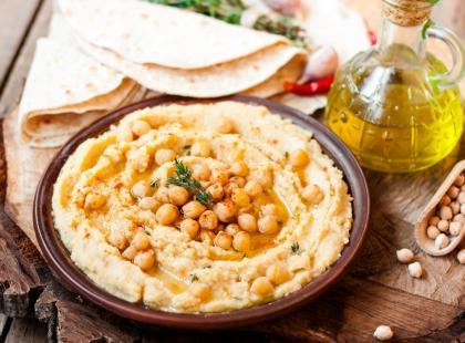 Hummus: przepis na klasyczną wersję z ciecierzycy i bardziej nietypowe pomysły