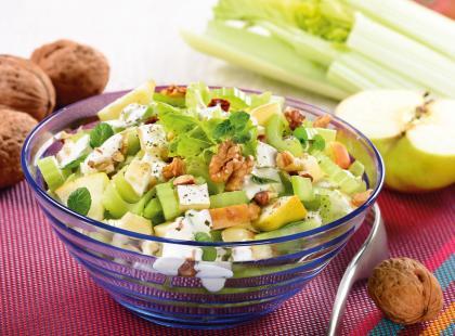 Idealny dodatek do letniego obiadu - sprawdź przepisy na surówkę z selera