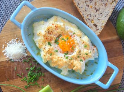 Idealny pomysł na śniadanie w weekend. Jak zrobić jajko w chmurce?