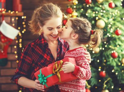 Idealny prezent na Gwiazdkę dla dziecka? Podpowiadamy, co i jak kupować by... nie wydać przy tym fortuny!