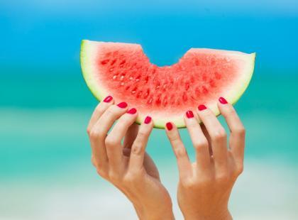 Ile kalorii ma arbuz? Czy można go jeść na diecie?