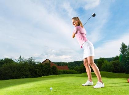 Ile kalorii można spalić podczas gry w golfa?