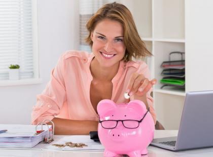 Ile miesięcznie oszczędzać, aby zapewnić sobie godną emeryturę?