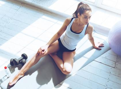 Ile powinnaś ćwiczyć, gdy siedzisz cały dzień przy biurku? Będziesz zaskoczona!