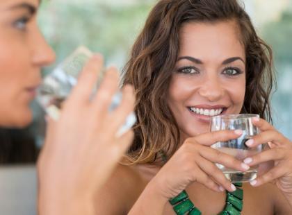 Ile wody powinna pić karmiąca mama?
