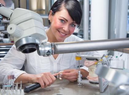 Implanty stomatologiczne - kiedy warto je wszczepiać?