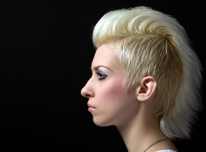 Irokez na prostych włosach