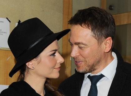 Jacy oni zakochani! Wpatrzeni w siebie Paulina Sykut-Jeżyna i jej mąż