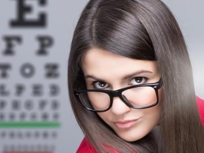Jak bezpiecznie nosić soczewki? 6 najważniejszych pytań