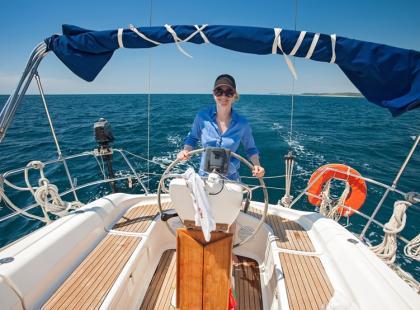 Jak bezpiecznie pływać łodzią, kajakiem, jachtem i motorówką?