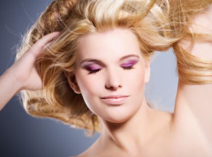 Jak chronić fryzurę przed kaprysami pogody?