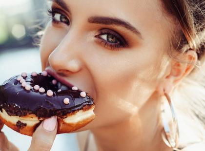 Jak chudnąć bez diety? 8 banalnych sposobów, aby zaoszczędzić 500 kalorii dziennie