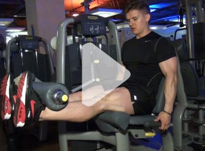 Jak ćwiczyć na maszynie Leg Extension? [video]