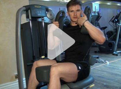 Jak ćwiczyć na maszynie Rotary Torso? [video]