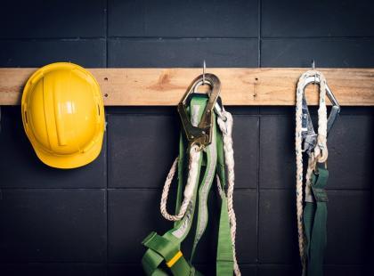 Jak często pracownik musi uczestniczyć w szkoleniach BHP?