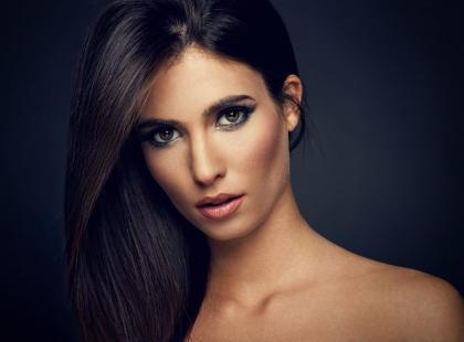 Jak dbać o ciemne włosy? Pamiętaj o 5 zasadach!