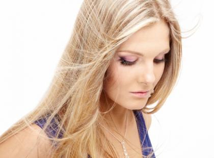 Jak dbać o cienkie i delikatne włosy
