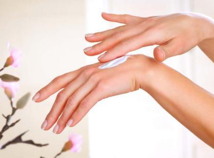 Jak dbać o dłonie zimą