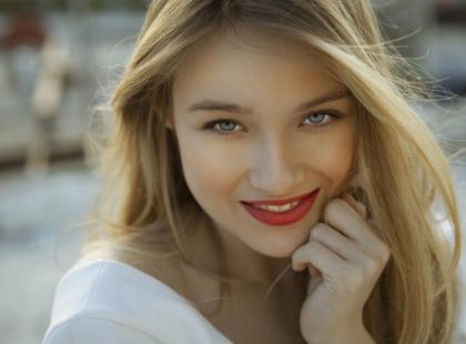 Jak dbać o makijaż w czasie upału?