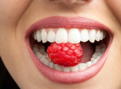 Jak dbać o zęby na wakacjach?