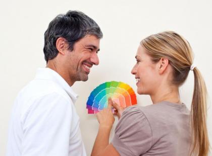 Jak dobierać odcienie farb do domu