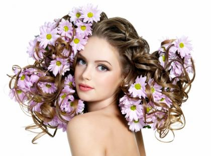 Jak domowym sposobem zregenerować włosy?