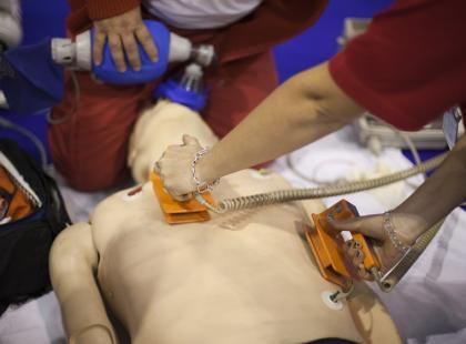 Jak działa defibrylator AED?