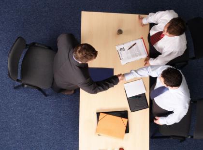 Jak i kiedy pracodawca może rozwiązać z tobą umowę o pracę?