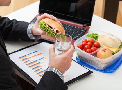 Jak komponować dietę, jeśli pracujemy w systemie zmianowym?