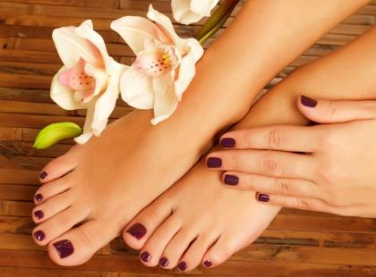 Jak ładnie pomalować paznokcie u stóp