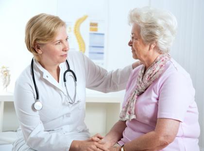 Starsza kobieta u lekarza/ fot. Fotolia