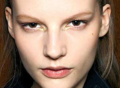 Jak makijażem poprawić rozstaw oczu