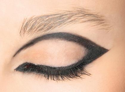 Jak malować oczy płynnym eye-linerem