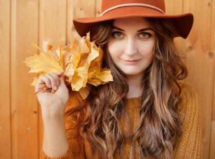 Jak mieć piękne włosy jesienią?