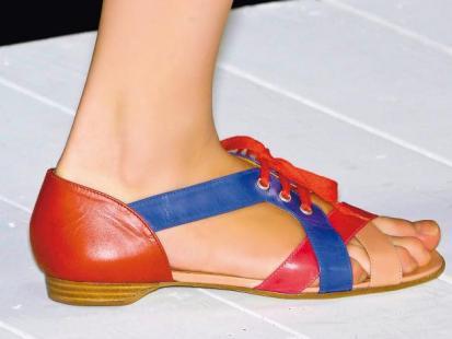 Jak modne sandały  dobrać do kształtu nóg