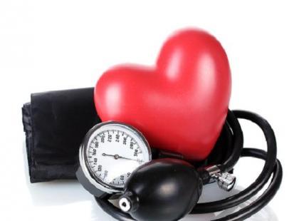 Jak monitoruje się pracę serca noworodków wymagających intensywnej terapii?